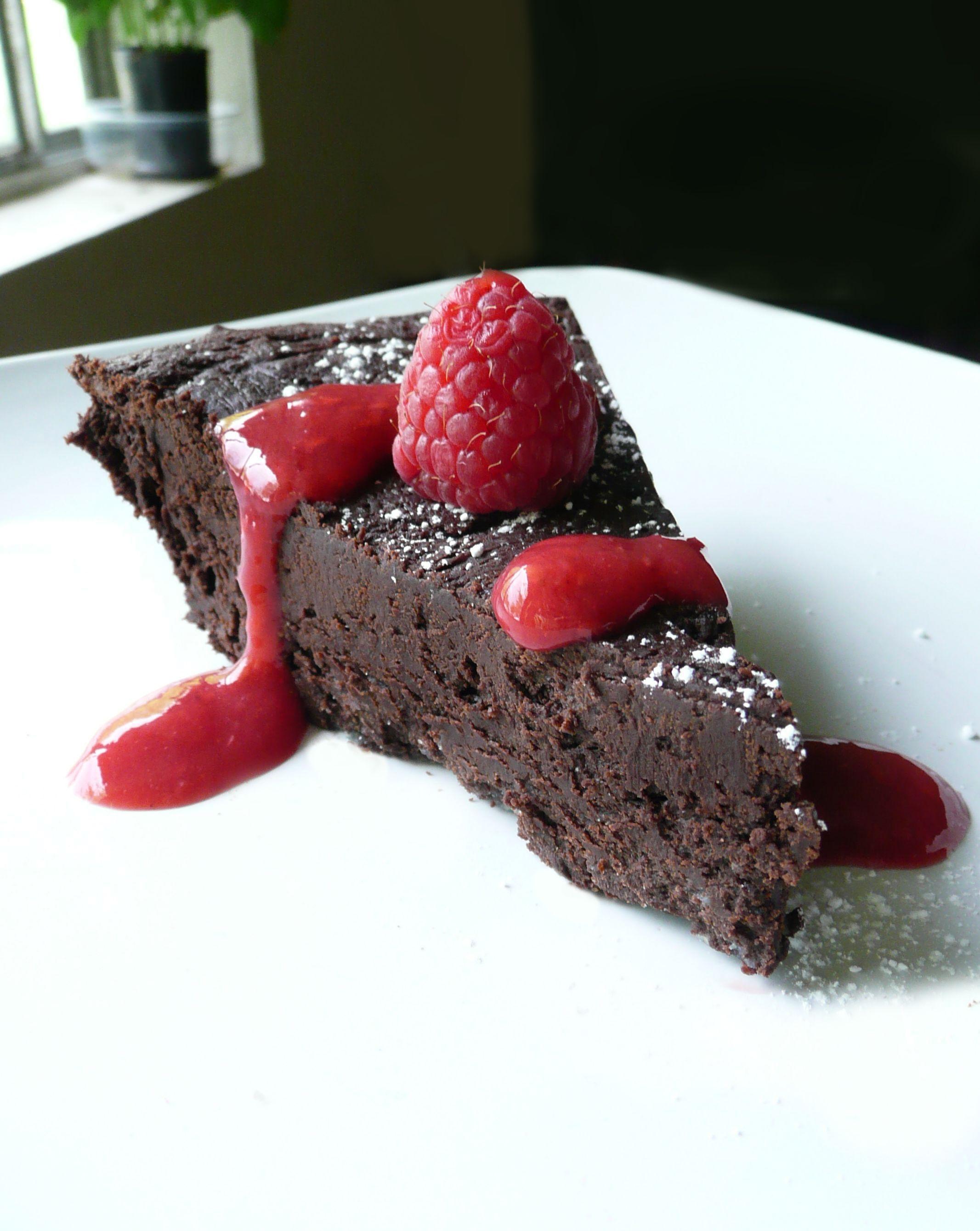 Flourless Chocolate Torte with Raspberry Sauce - The Partial ...