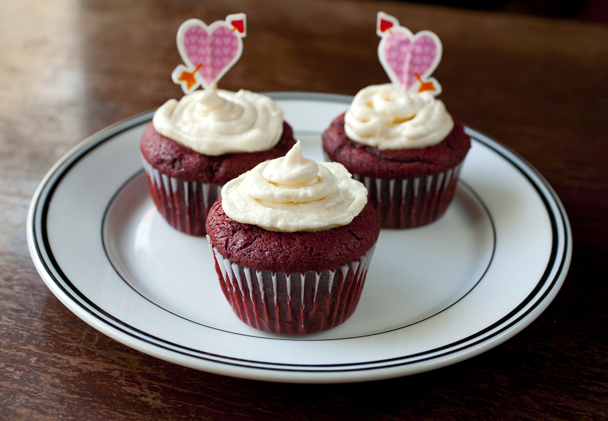 Red Velvet Cupcakes with Vanilla Cream Cheese Frosting