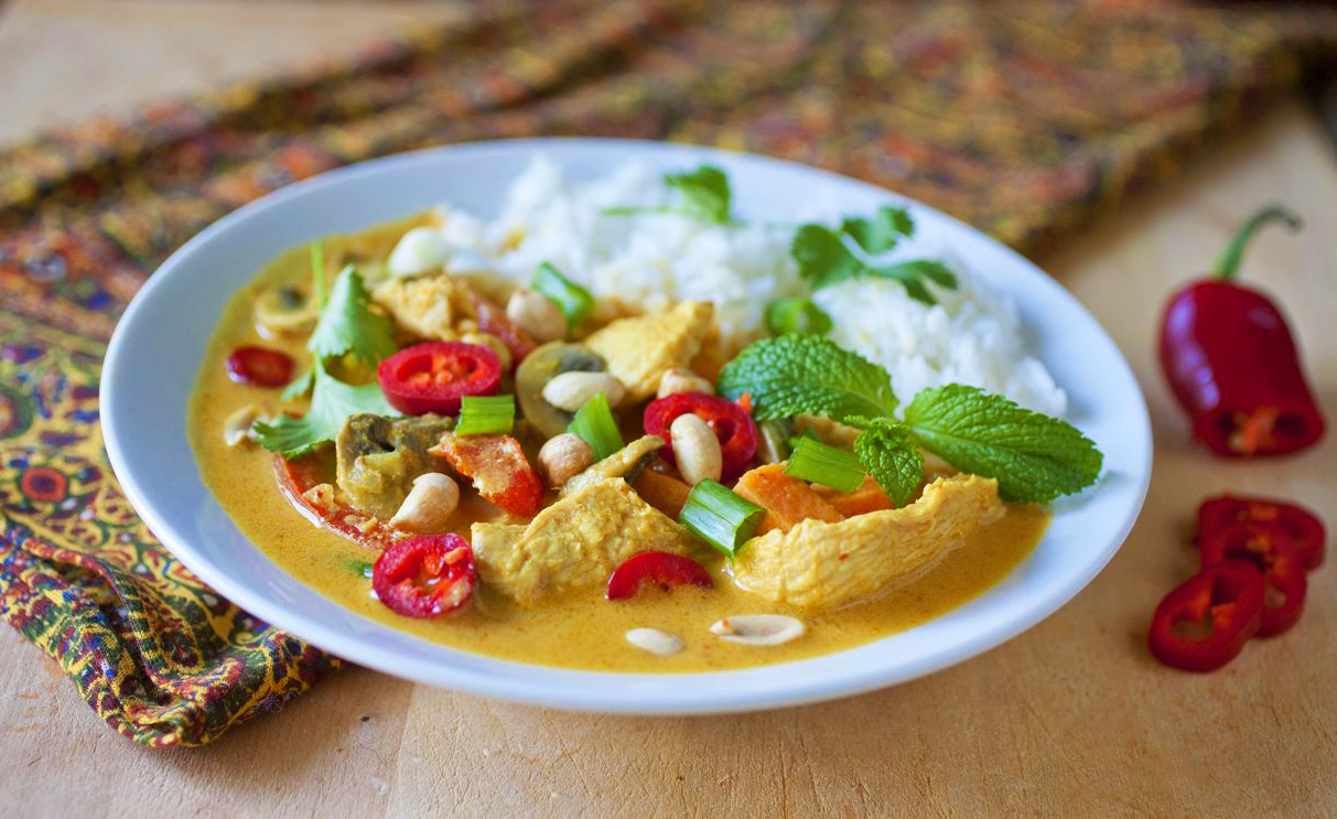 Thai red curry with chicken and peanuts the partial for Best thai red curry