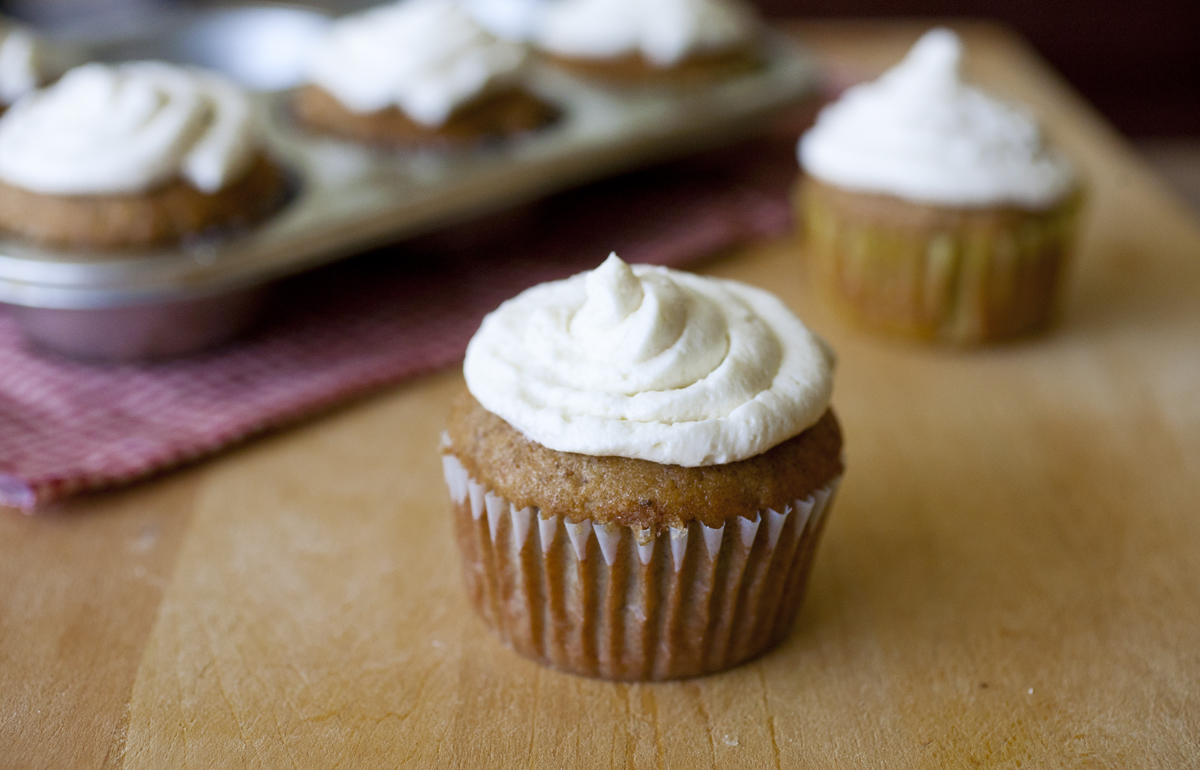 Banana Bread Cupcakes with Vanilla Cream Cheese Frosting The