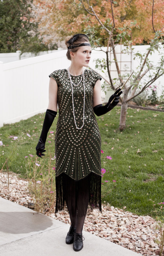 47a769251c Halloween How-To  The 1920 s Flapper Gatsby Costume for under  100 ...